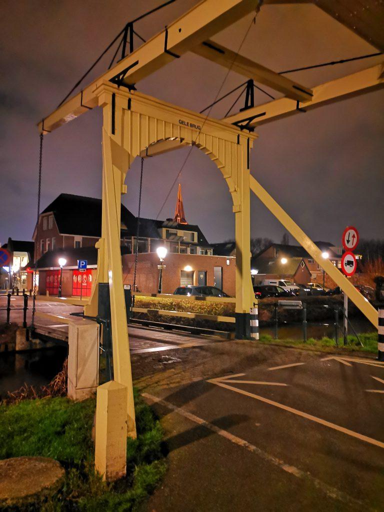 De gele brug in nieuwerkerk aan den ijssel